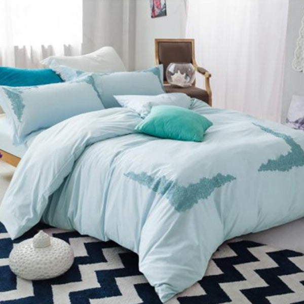 Embroidered lace duvet set (Light Blue)