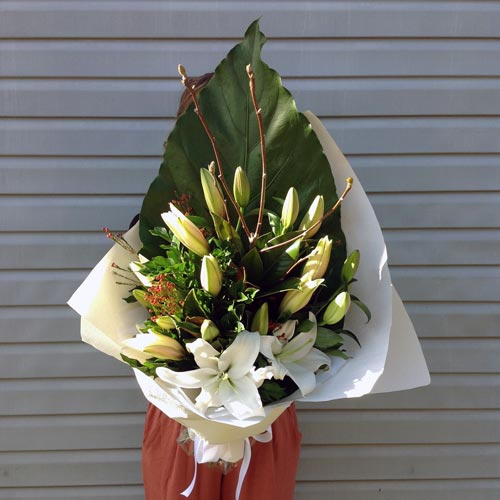 Lilies delivered - Cheap Flowers Sunshine Coast - Floral Arrangements