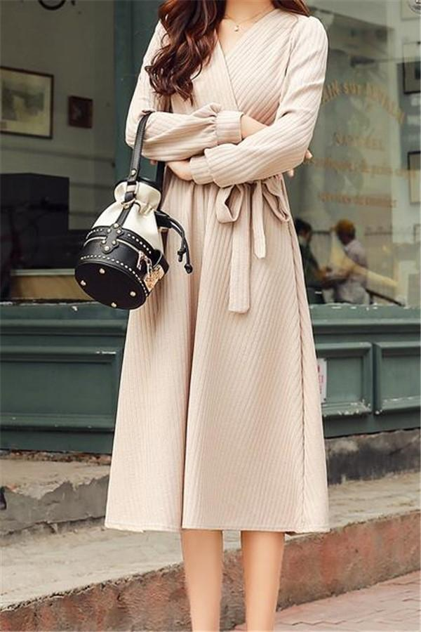 Casual Sexy V Collar Shown Thin Knitted Sweater Frenulum Maxi Dress Apricot s