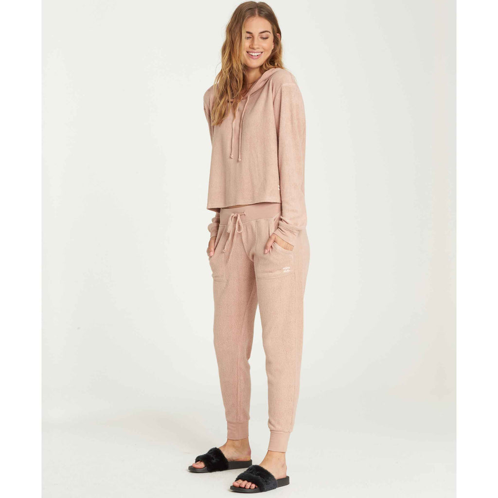Billabong Women's Coffee Break Fleece Pant | Athletic Grey, Sandy Toes