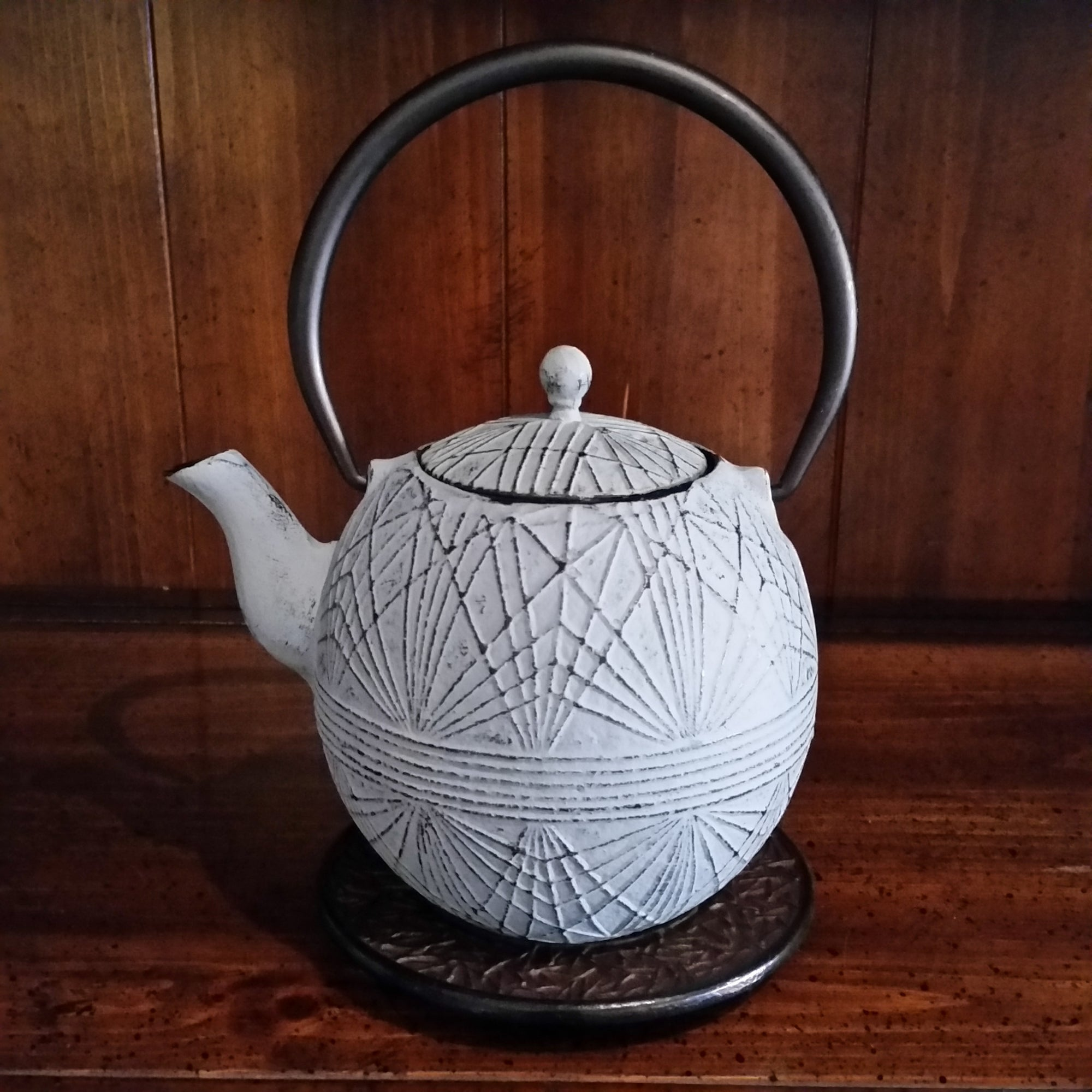Cast Iron Teapot - Kriss Kross - The Tea & Spice Shoppe