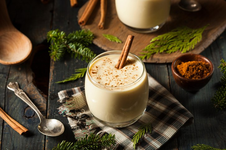 Vienna Eggnog Tea, Holiday Christmas Tea, Caffeine, Black Tea, Green Tea, Eggnog, the popular spiced, milk-based holiday beverage is thought to descend from an ancient European drink called Posset. A holiday treat, a traditional spicy and cream taste. Just like the real thing! Rum notes with a sweet caramel and light cinnamon ginger finish.  We like this one on its own, or with a splash of real rum, cream and sugar…when the occasion warrants it!