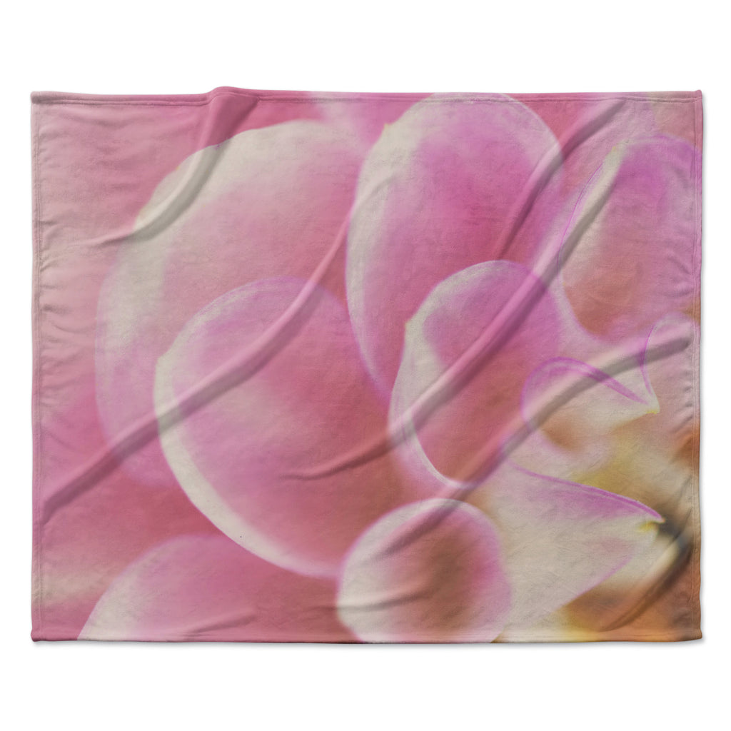 "Laura Evans ""Up Close & Personal"" Pink Floral Fleece Throw Blanket"