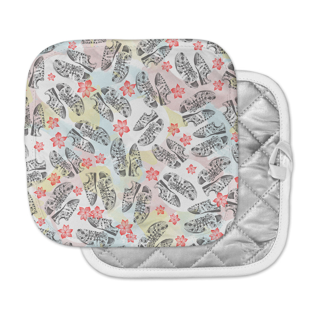 "Mmartabc ""Sports Shoes Floral"" Multicolor Gray Illustration Pot Holder"
