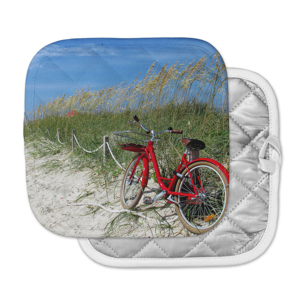 "Philip Brown ""A Day At The Beach"" Black Red Pot Holder"