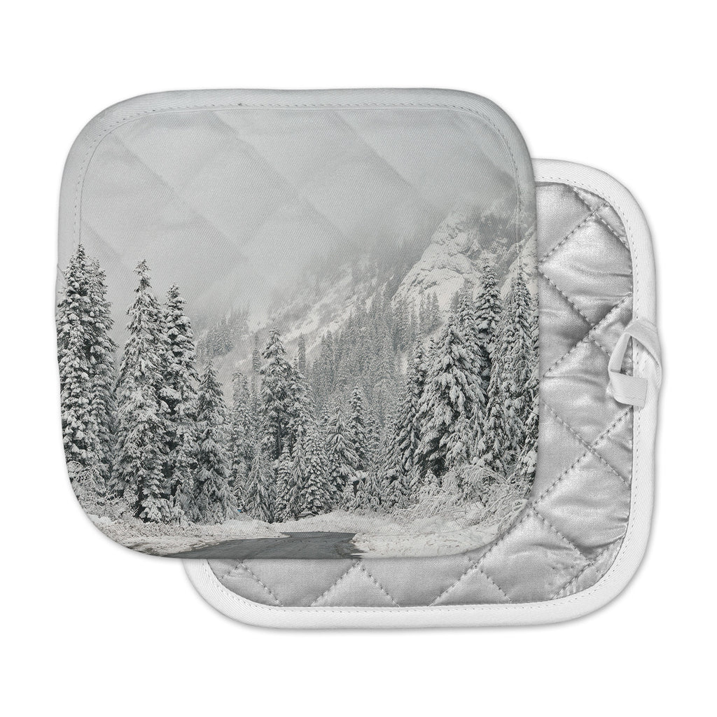 "Robin Dickinson ""Winter Wonderland"" White Gray Pot Holder"