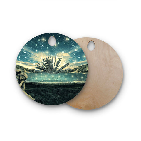 "888 Design ""The Knowledge Keeper"" Round Wooden Cutting Board"