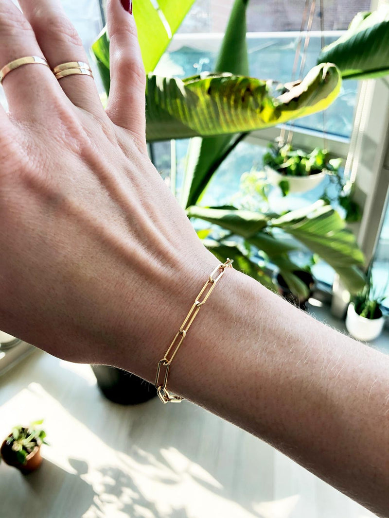 chunky gold chain bracelet on a girls wrist