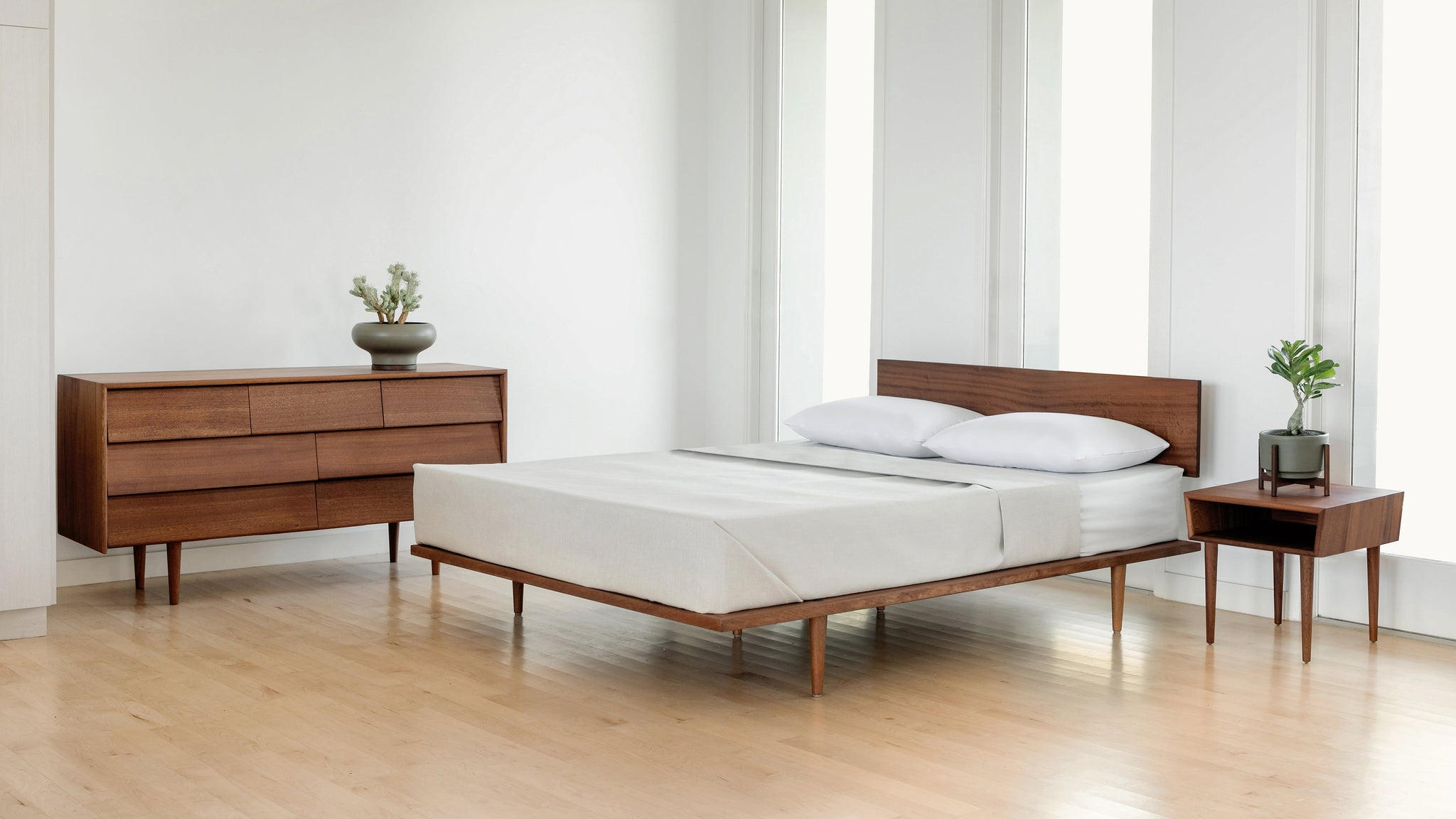Case Study® Furniture Solid Wood Bed