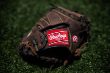 Load image into Gallery viewer, Rawlings Catcher's Mitt Player Preferred
