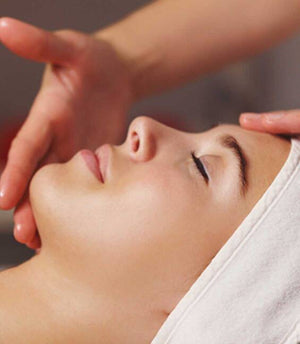 COCOON & REPAIR FACIAL  INSTANTLY NOURISHING & ANTI-TIGHTENING FACIAL.