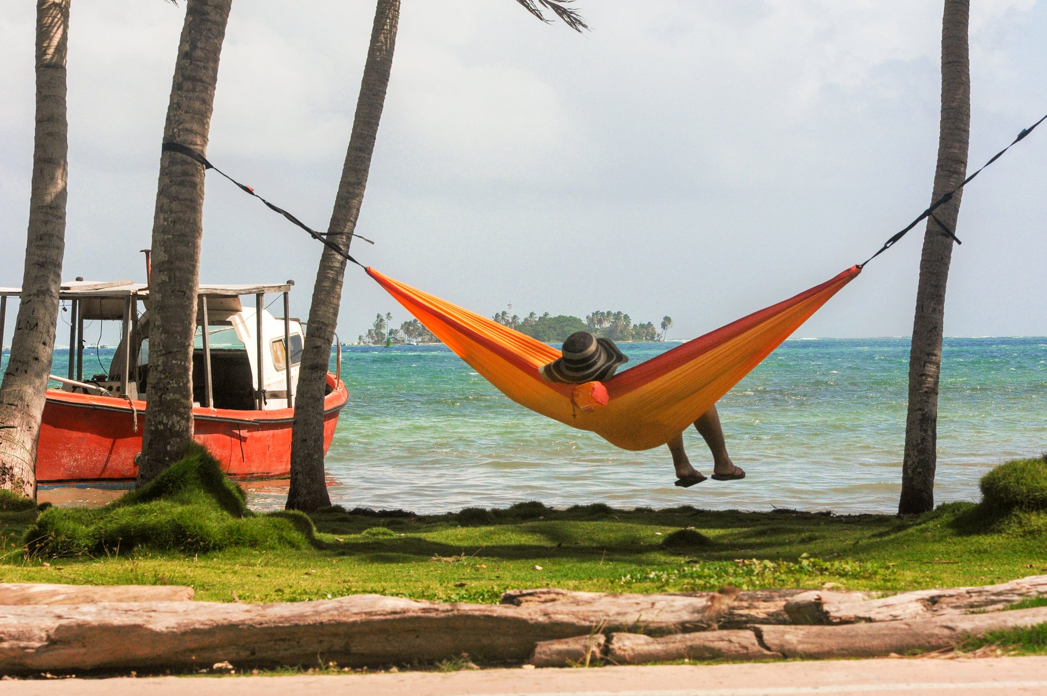 HOW HAMMOCKS CAN HELP PEOPLE DEAL WITH MENTAL HEALTH ISSUES