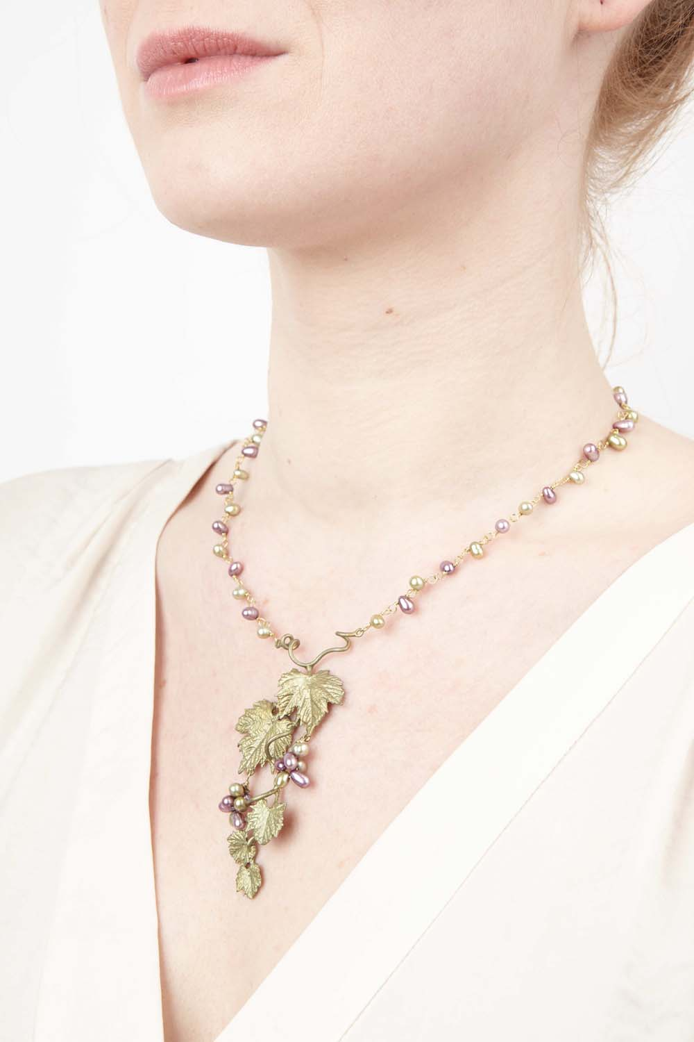 Grape Vines Necklace - Single Pearl