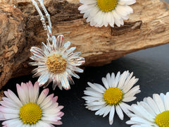 Daisy With Diamond Pendant