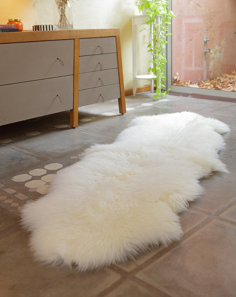 Sheepskin Runner Fur Rug     -    White  (2.4´ x 6.9´ )