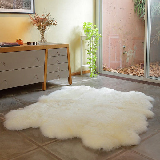 Six Piece Sheepskin Fur Rug - White (4.7´ x  6.4´ )