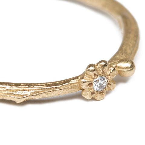 Gold Daisies Stacking Ring Close Up