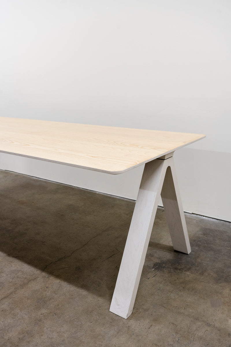 Arco Joy Delta Dining Table, Demo