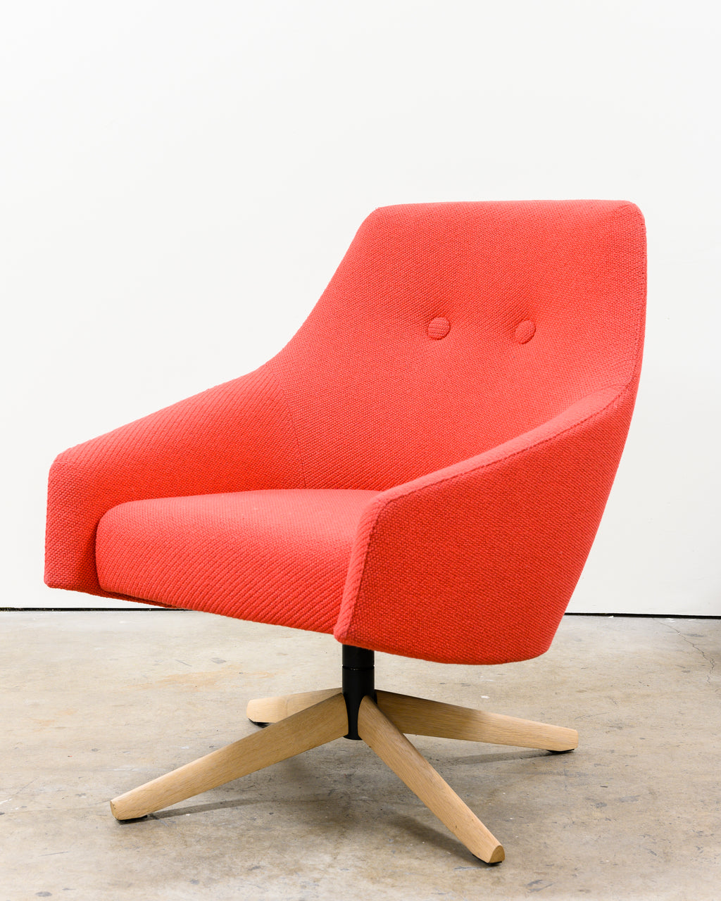 Puk Low Chair, Pink, Demo