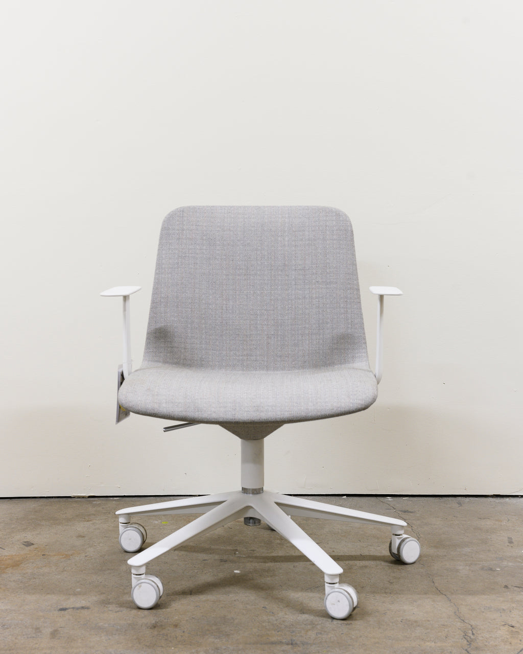 Slim Conference Low Armchair, Demo