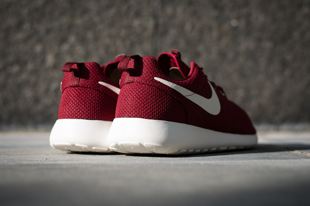 outlet store 8fa29 34bb8 Nike Roshe Run Bordeaux Red Dames