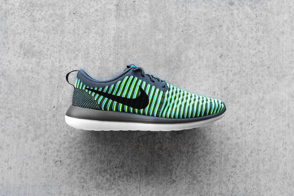 NIKE ROSHE TWO AR Own Identity