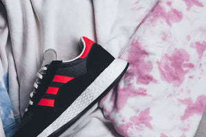 Adidas Marathon Tech - Carbon/Shock Red/Core Black