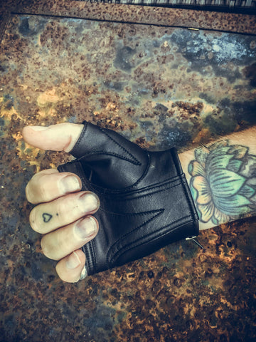 Aeolian gloves - anahata designs