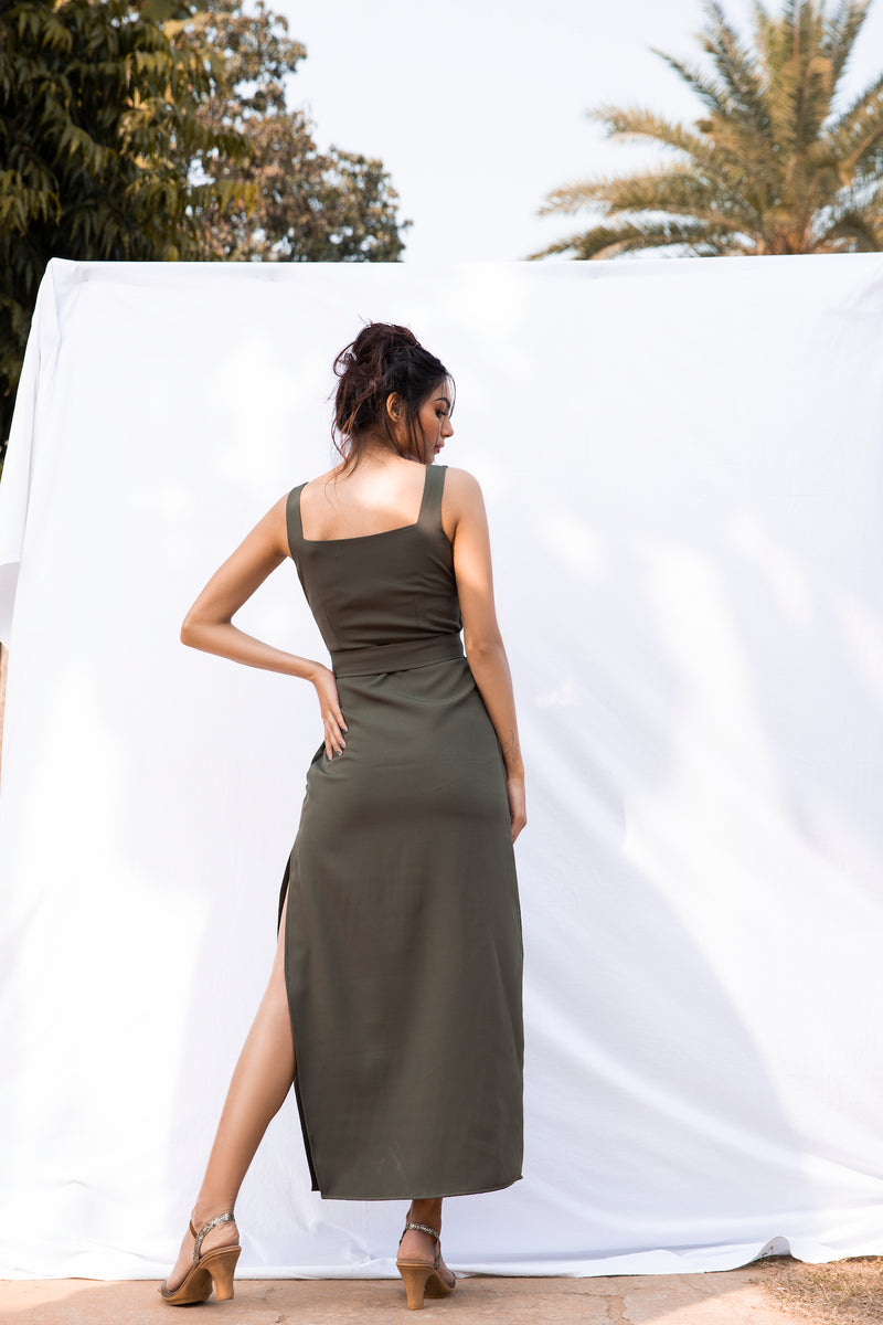 Wide sleeveless bodycon side slit maxi with belt
