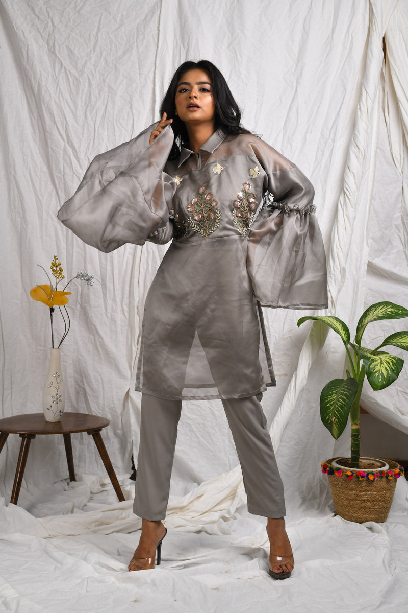 Shoulder yoke sheer gathered tulle sleeve kurta with pants