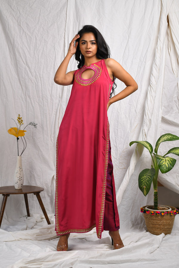 Front yoke round with side slit embroidery and silk pants