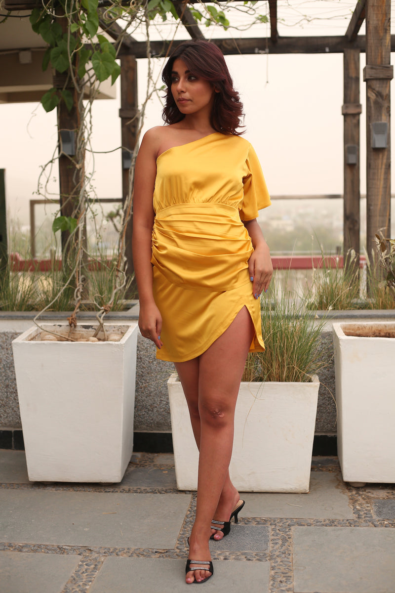 One side bell sleeve Side waist pleated front slit yellow dress