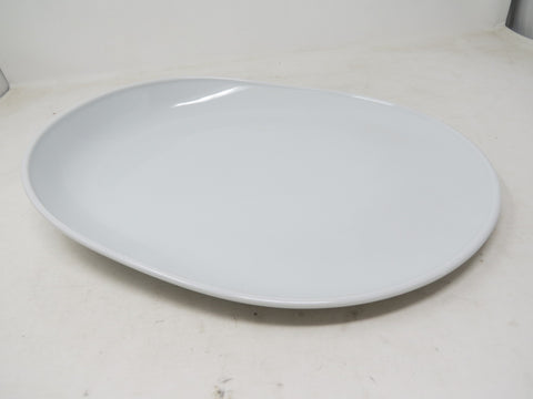 Thomas Oval Plate with One High Side, 13 1/2 x 10 1/4 inch | Ono White AP36