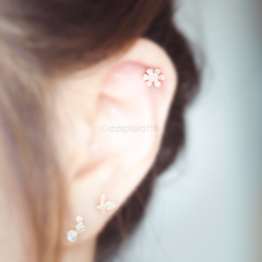 CZ Flower Cartilage Piercing_P073