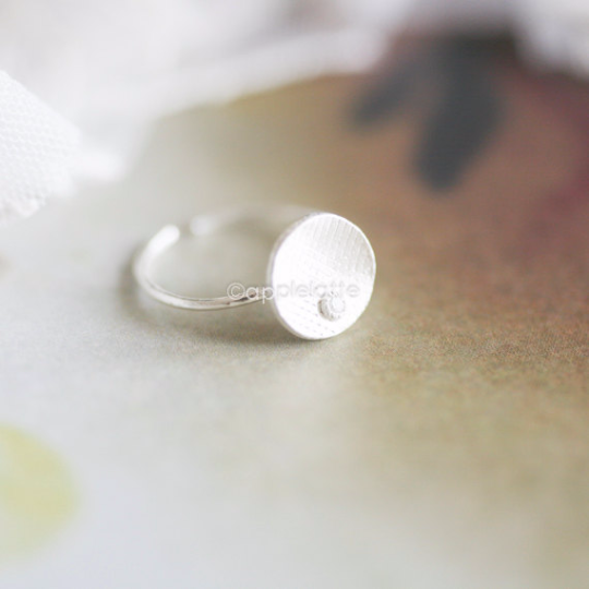 round circle ring with white stone in sterling silver 925, karma ring, moon tear ring, simple ring