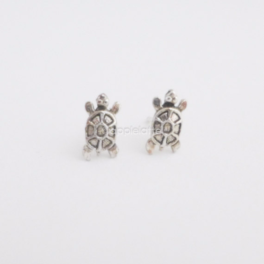 tiny turtle earrings in sterling silver 925