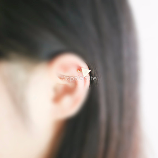 triangle ear cuff,  triangle ear wrap, triangle cartilage cuff, geometric ear cuff, non pierced