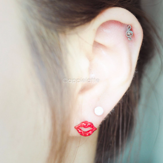 Red Lip Cartilage Earring_P066