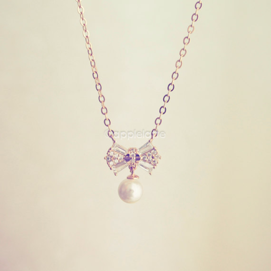 Bow With Pearl Necklace