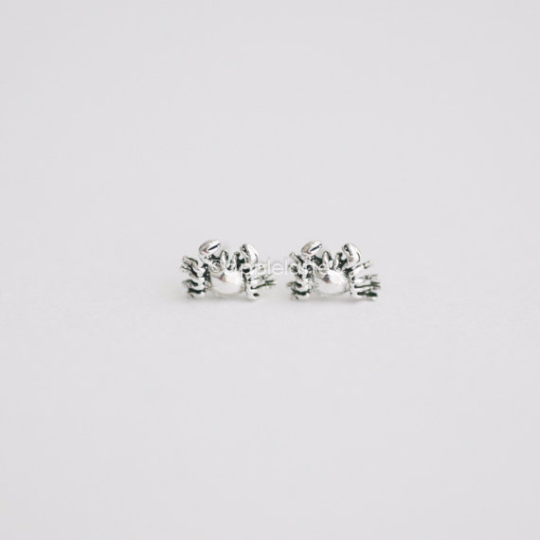 Tiny Crab Post Earrings in sterling silver 925, crab studs, Sea Jewelry