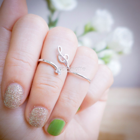 treble clefs knuckle ring