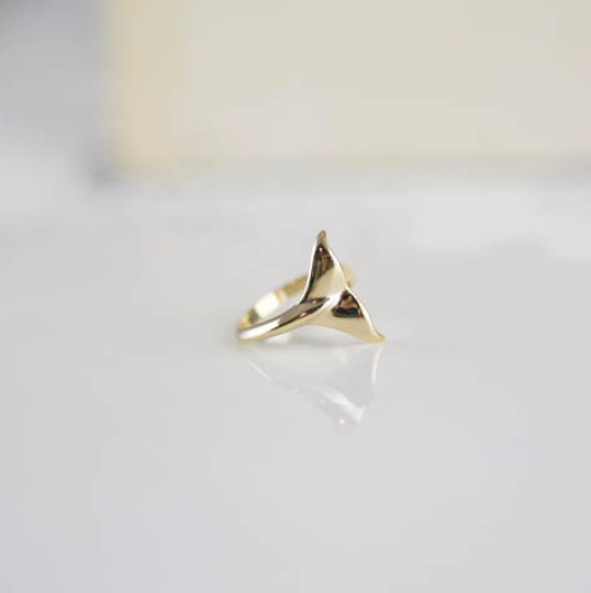 whale ring in silver / gold