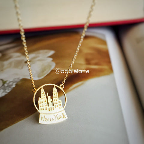 Snow Globe New York Necklace