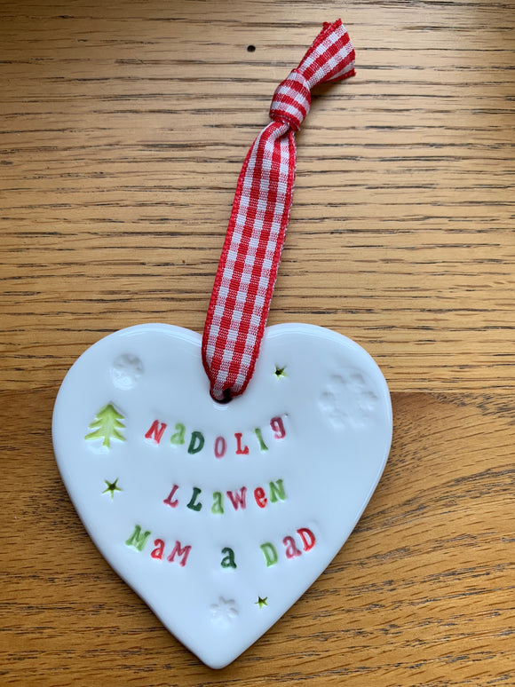 Hand-made Ceramic Heart - Nadolig Llawen Mam a Dad