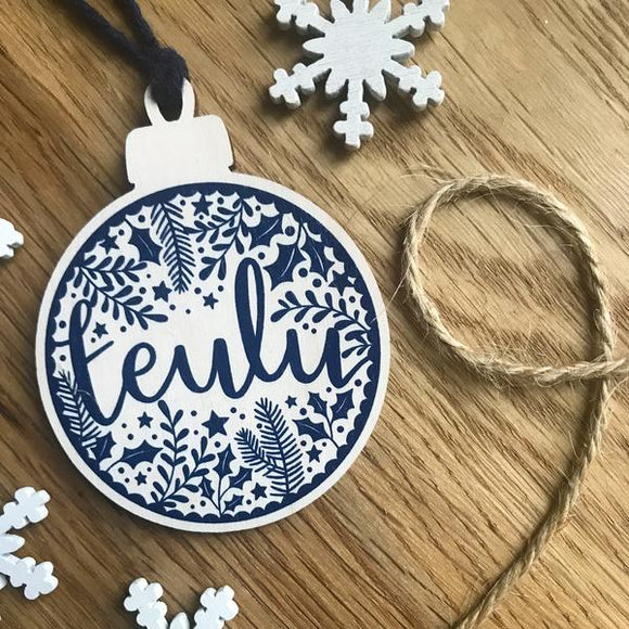 'Teulu' wooden Christmas decoration