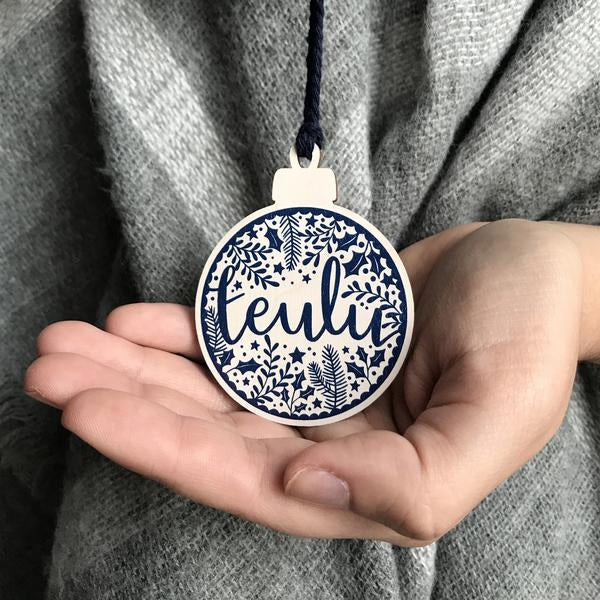 Teulu wooden Christmas decoration