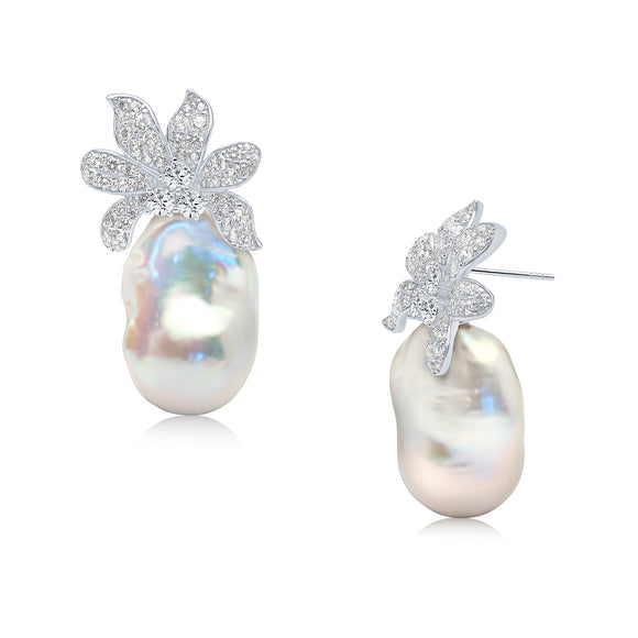Anika Pearl Earrings