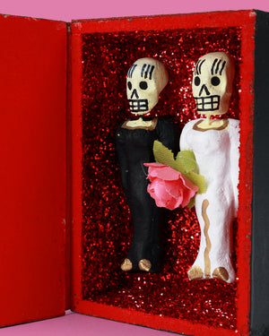 Load image into Gallery viewer, Amor Eterno Coffin, Bride and Bride