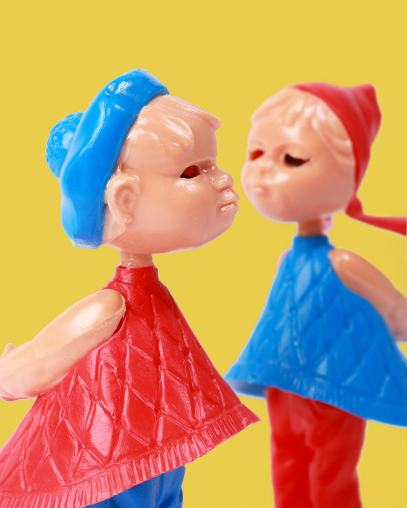Magnetic Kissing Dolls