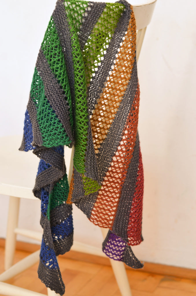 Playground Shawl : Concrete and Tulips